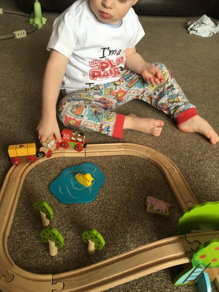 bigjigs toys farm train set review wooden tracks robust sturdy railway