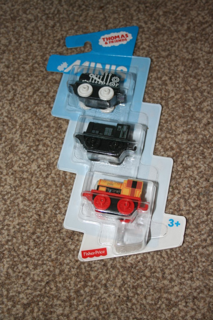 Thomas And Friends Minis Motorised Raceway review extra minis