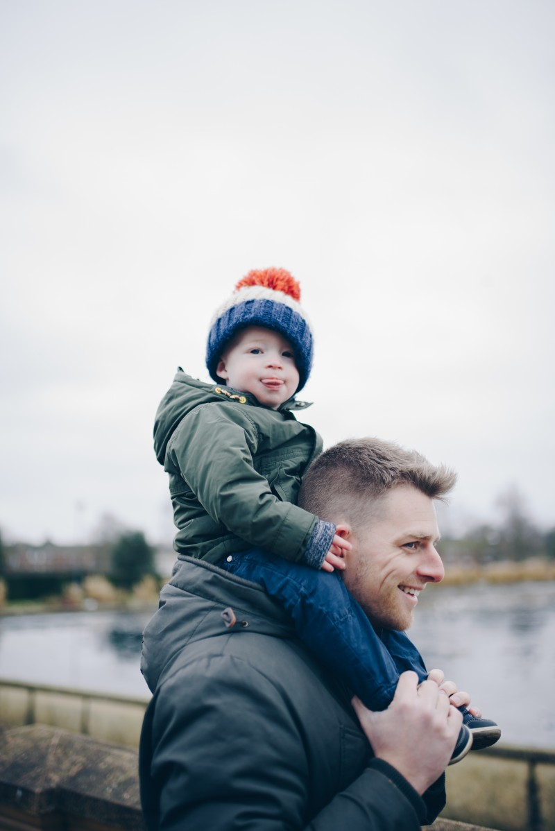 cathryn wood photography review suffolk norfolk wedding photographer family photoshoot norwich eaton park like father like son on dad's shoulders