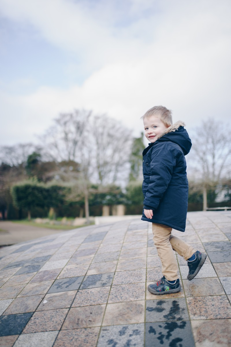 cathryn wood photography review suffolk norfolk wedding photographer family photoshoot norwich eaton park on the dome water feature