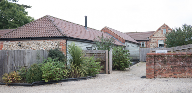 raising the rings wedding manor mews norfolk accommodation cottages barn conversion