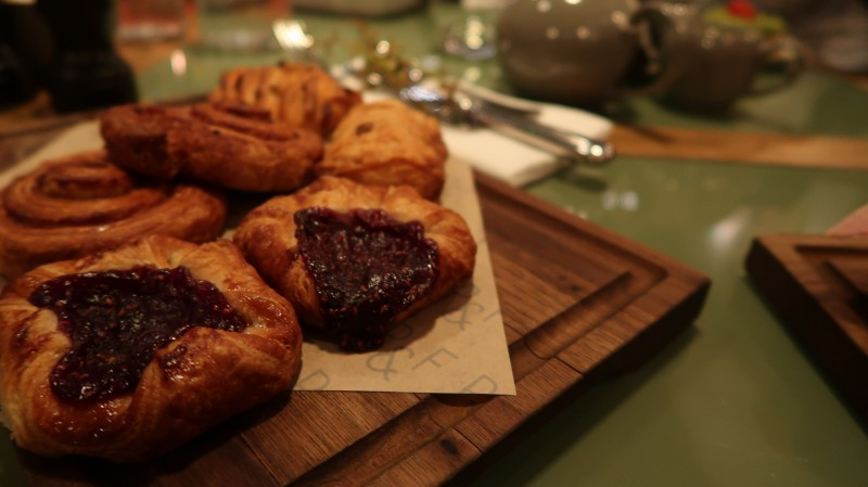 mother's day brunch with i just love it uk gifts percy and founders fitzrovia london breakfast pastries pastry food menu