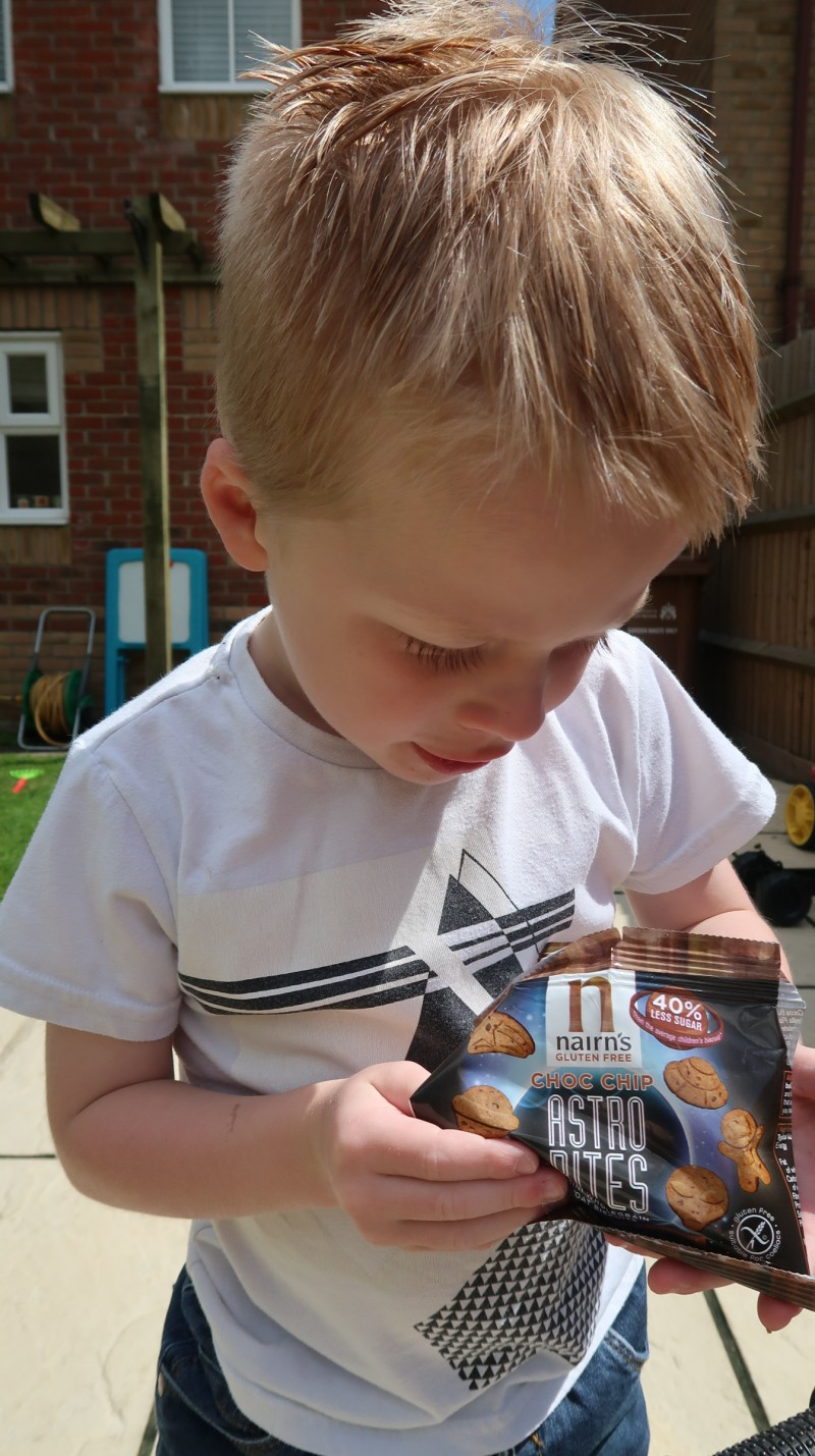 nairn's astro bites chocolate chip berry cheese flavour gluten free snacks for kids supermarkets free from aisle multipack review