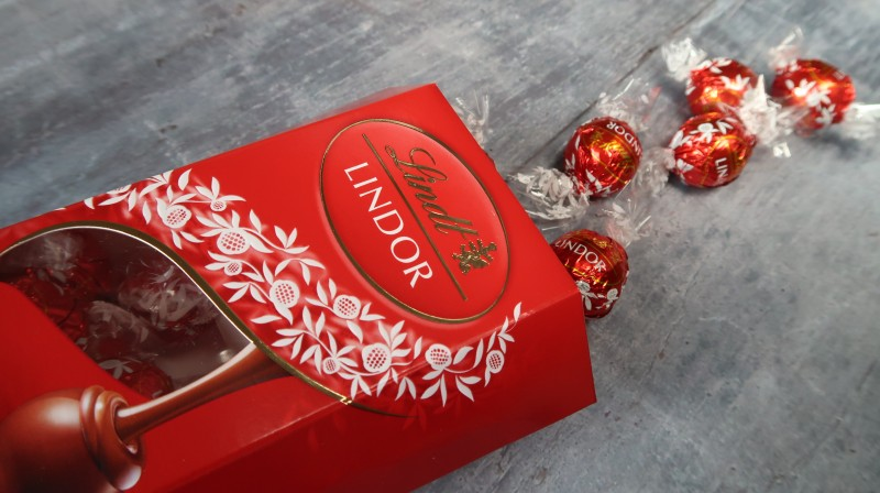 wow box wowbox review lindt lindor milk chocolate truffles
