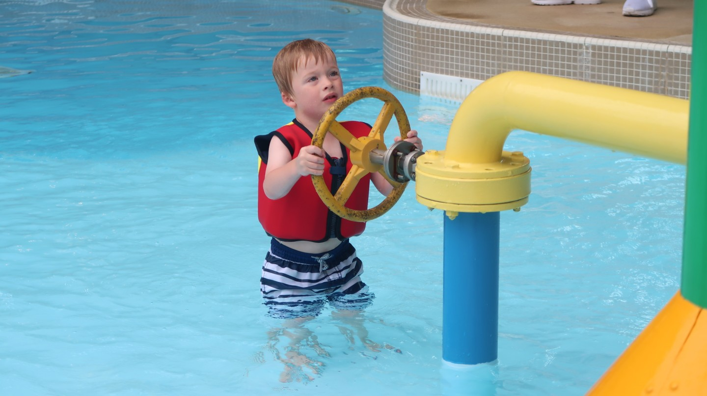 having konfidence at alton towers splash landings hotel waterpark water park inside main pool area swimologists octonauts float jacket