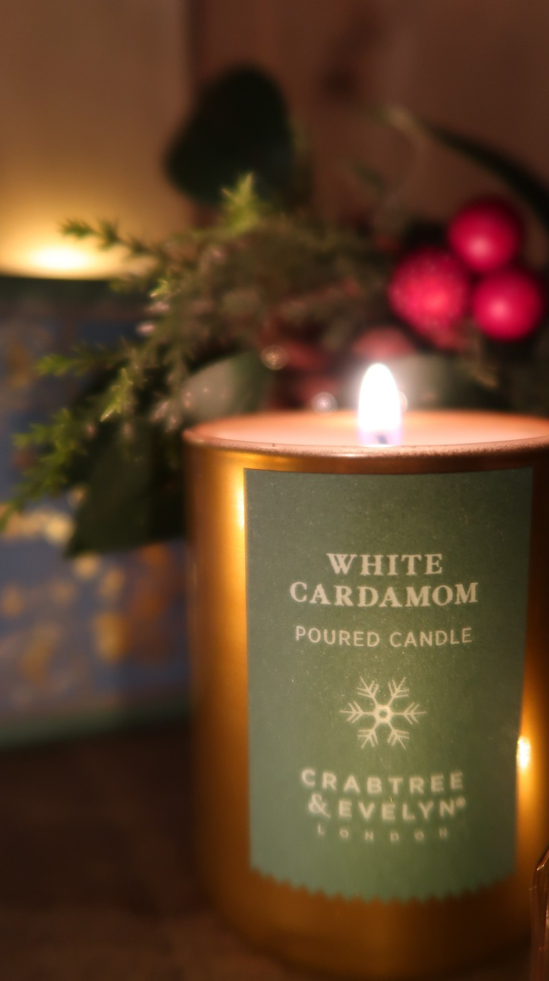 raising the rings 30 days of giveaways win christmas presents crabtree & evelyn christmas candle trilogy festive scents
