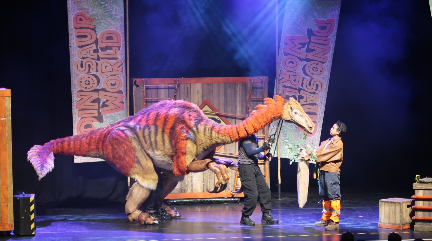 dinosaur world live review corn exchange norfolk dinosaurs show performance theatre puppets mechanics