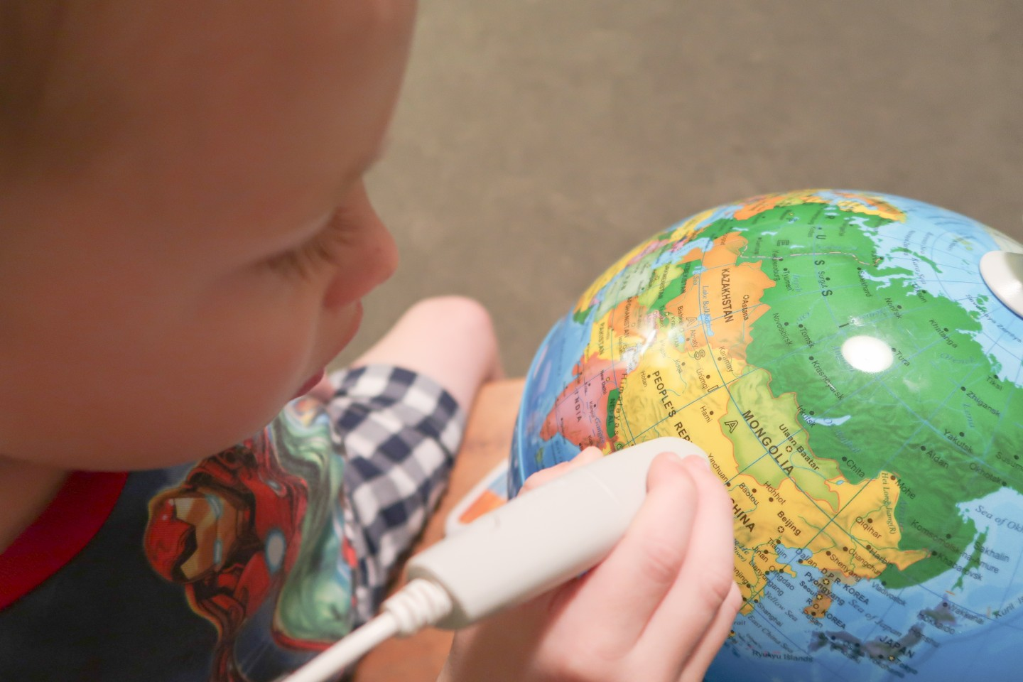 review oregon scientific smart globe adventure augmented reality explore atlas map present gift idea